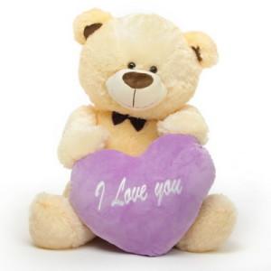 Девушкам молодым и веселым можно подарить и плюшевого медведя