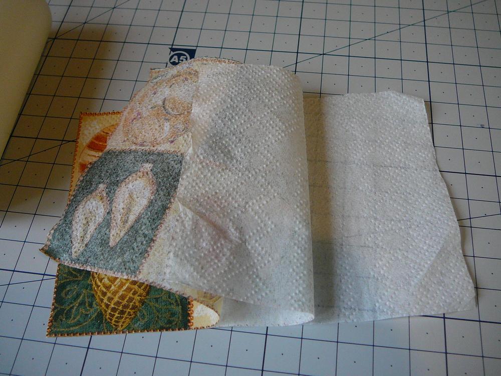 Отделите красочный верхний слой салфетки