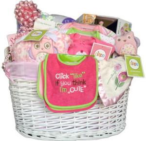корзина с подарками для малыша