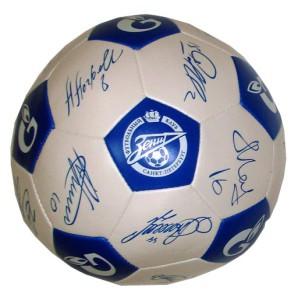 Футбольный мяч с автографами игроков