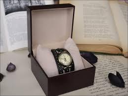 Какие часы подарить парню?