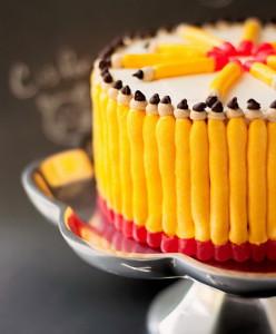 Торт из школьных принадлежностей