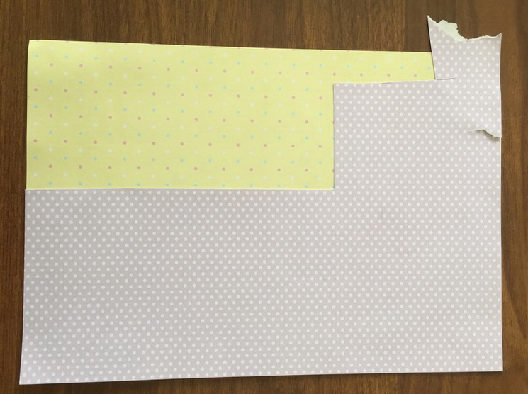 Берем два листа скрапбумаги