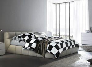 Набор постельного белья шахматной расцветки или покрывало