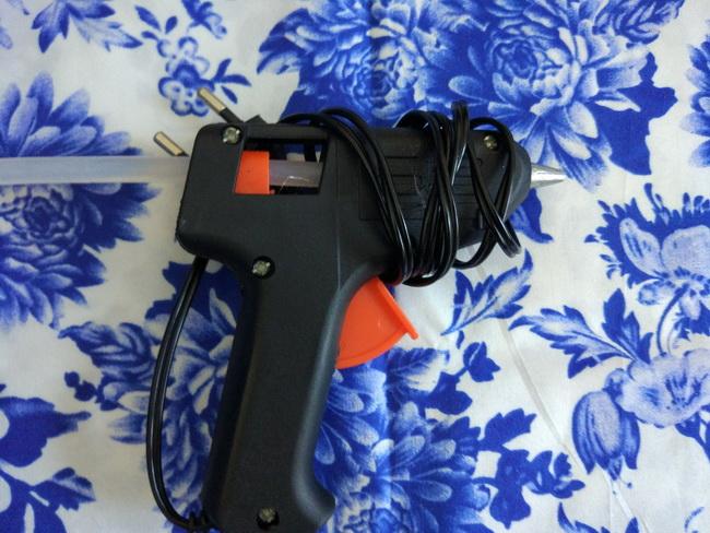 Клеевой пистолет. Рис. 2.