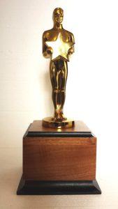 Статуэтка `Оскар` с шутливой надписью