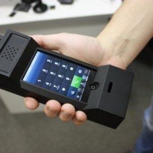 Чехол для смартфона в виде огромного старого мобильника
