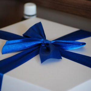 Обязательно красиво упаковать подарок