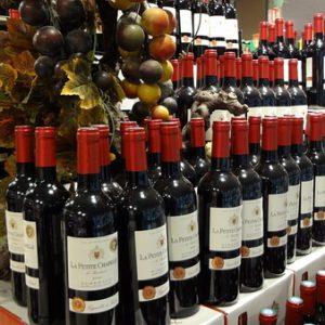 Купите в магазине бутылку хорошего вина